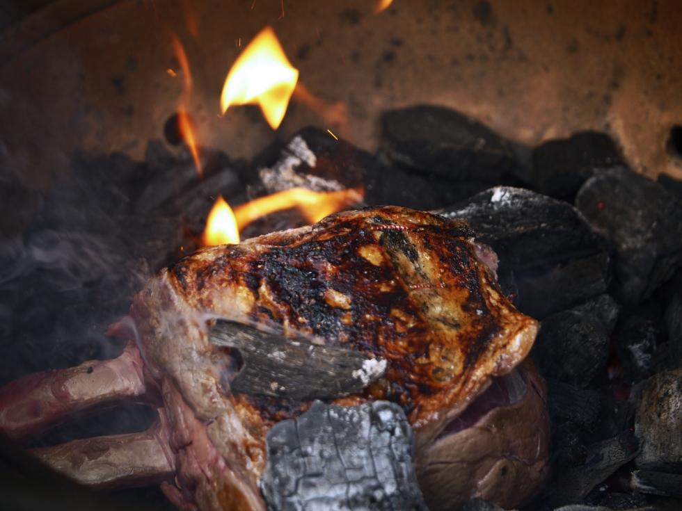 rib-of-beef-bone-in-prime-rib-7-butterwouldntmelt-com