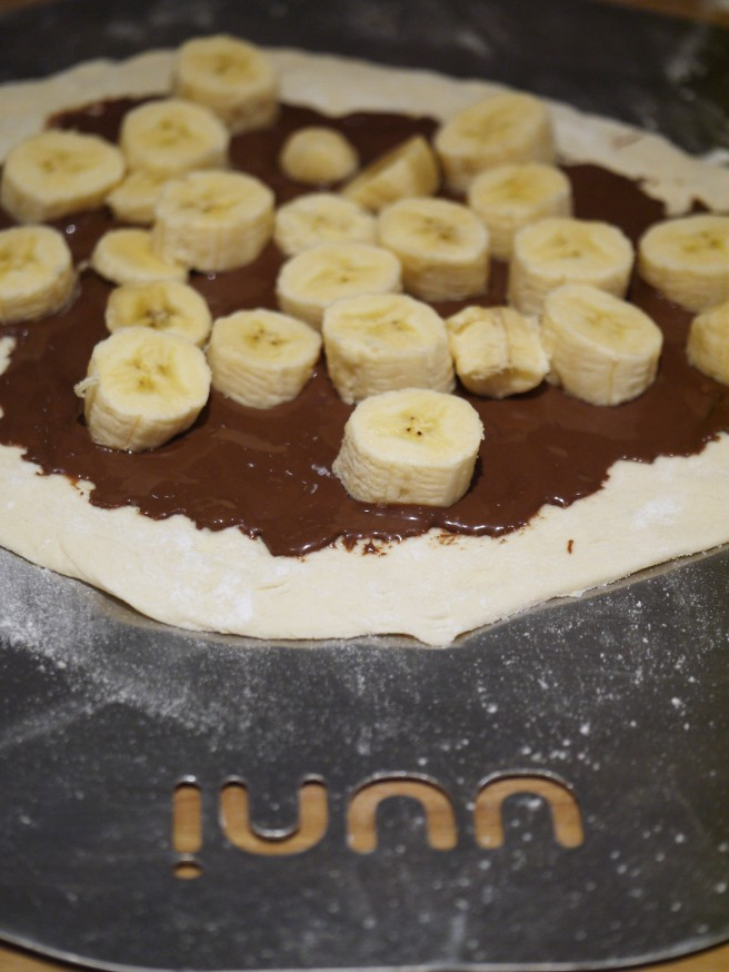 nutella-banana-and-raspberry-coulis-pizza-3-www-butterwouldntmelt-com
